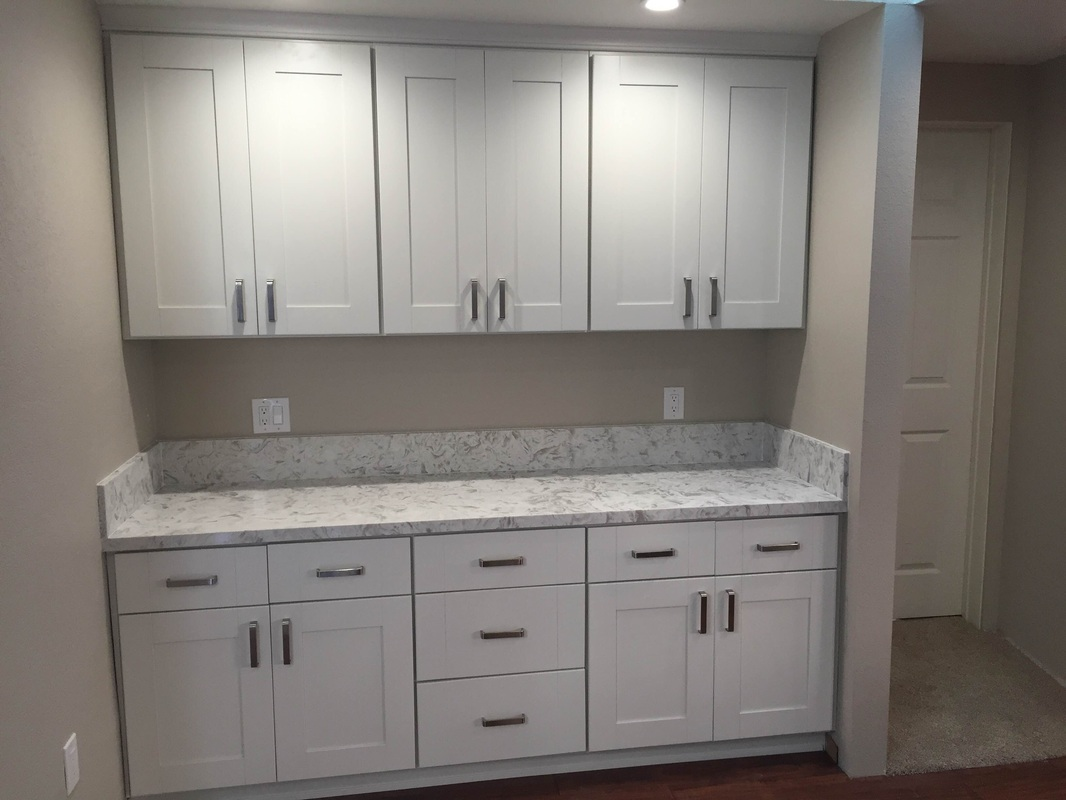 Kitchen white shaker cabinets quartz countertop in los for Shaker cabinets