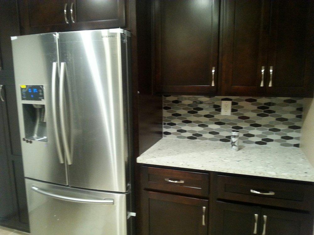 Kitchen espresso shaker cabinets $ quartz countertop in ...